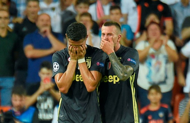 Cristiano Ronaldo dikartu merah kontra Valencia (Foto:AFP/JOSE JORDAN)