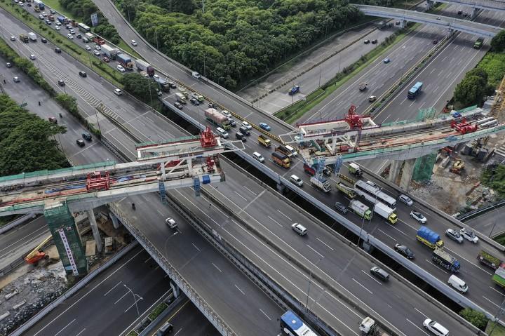 Proyek Pembangunan LRT Jabodetabek Capai 56,41 Persen