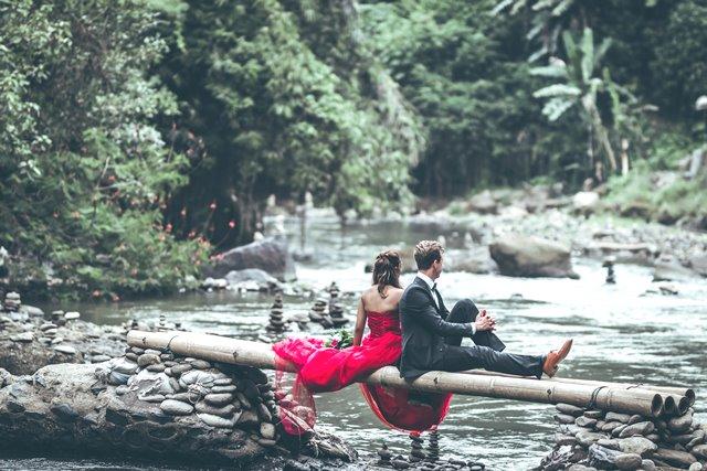 Jangan merasa malu jika Anda merasa sulit untuk jatuh cinta dengan pasangan. Berikut ini tipsnya. (Foto: Artem Bali/Unsplash.com)