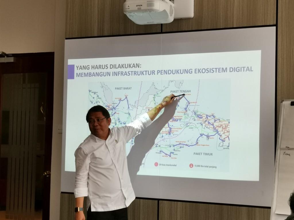 Menteri Komunikasi dan Informatika (Kominfo) Rudiantara saat memberikan pemaparan proyek Palapa Ring di kantor Medcom.id.