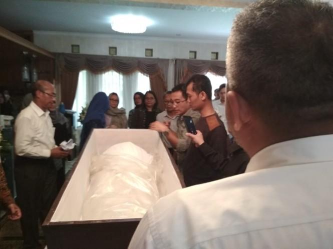 Jenazah Tony Prasetiantono tiba di rumah duka di Yogyakarta, Kamis 17 Januari 2019 Medcom.id/ Patricia Vicka.