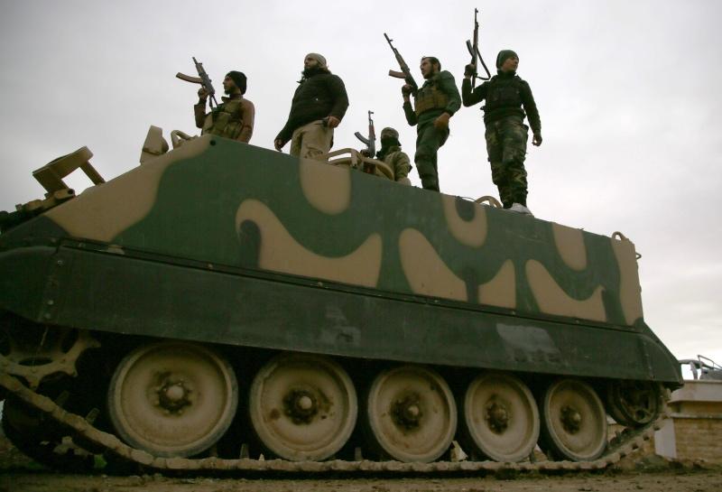 Milisi Suriah yang didukung Turki siaga di wilayah dekat kelompok Kurdi Suriah. (Foto: AFP).