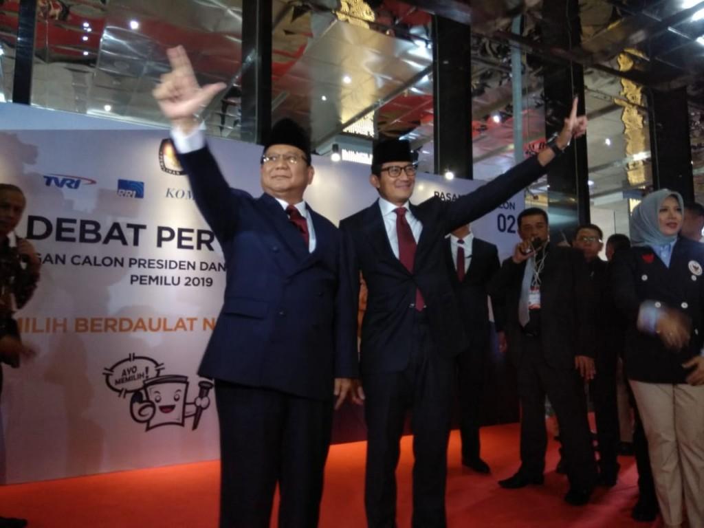 Pasangan calon presiden nomor urut 02 Prabowo Subianto-Sandiaga Uno tiba di lokasi debat Hotel Bidakara, Jakarta Selatan. Foto: Medcom.id/Whisnu Mardiansyah.