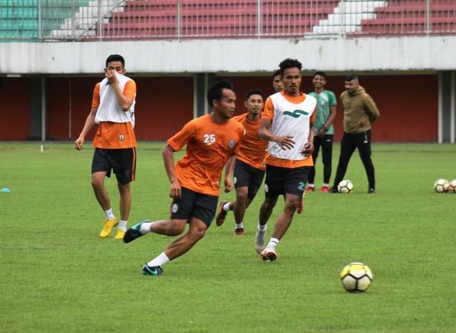 Para pemain PSS saat menjalani latihan di Stadion Maguwoharjo. Medcom.id/Ahmad Mustaqim