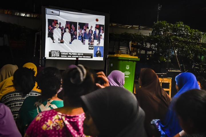 Antusiasme Warga Nobar Debat Pilpres di Sejumlah Daerah