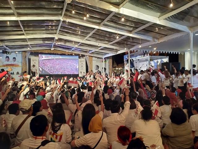 Suasana nobar debat perdana di Rumah Aspirasi TKN Jokowi-Amin. Foto: Medcom.id/Cindy