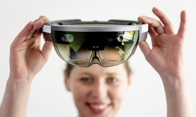 Generasi pertama dari HoloLens. (AFP PHOTO / ANP / Robin van Lonkhuijsen / Netherlands OUT)