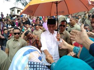 Jokowi Bagikan Sertifikat Tanah Wakaf ke 257 Pesantren