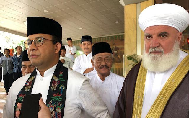 Gubernur DKI Jakarta Anies Baswedan dan Syeikh Doktor Adnan Al-Afyoni. Foto: Medcom.id/Theofilus Ifan Sucipto,
