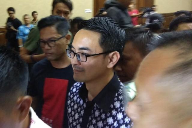 Zumi Zola usai mengikuti sidang di Pengadilan Tipikor Jakarta. Foto: Medcom.id/Fachri.