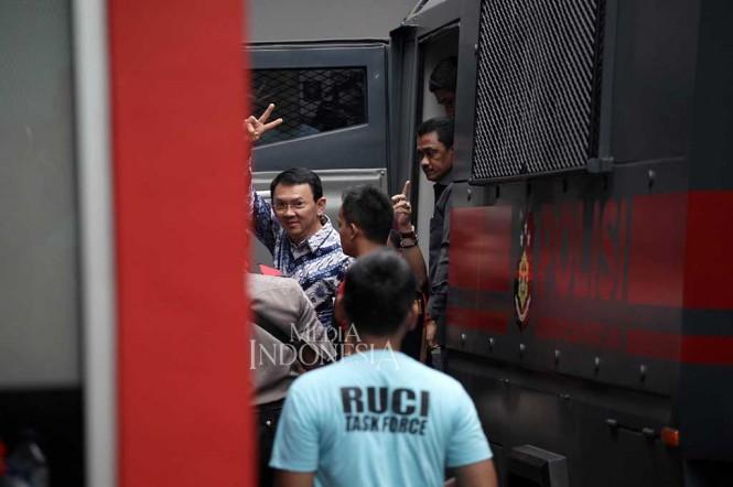 Mantan Gubernur DKI Jakarta Basuki Tjahaja Purnama dibawa ke Rutan Cipinang. Foto: MI/Arya Manggala.