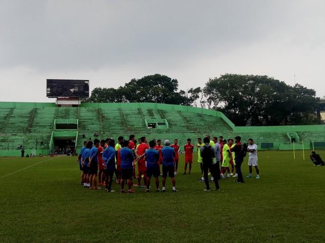 Para pemain Arema bersiap menjalani latihan sebagai persiapan tampil di Piala Indonesia. (Foto: medcom.id/Daviq Umar)
