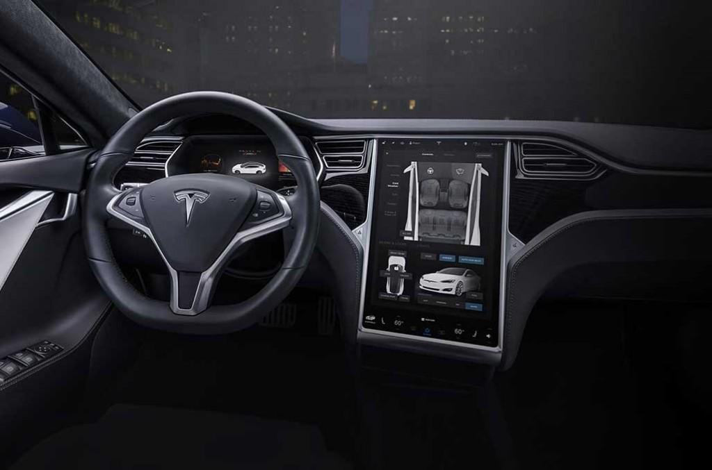 Tesla harus menarik (recall) 14 ribu Model S yang beredar di Tiongkok karena airbag bermasalah. Tesla