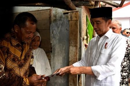 Jokowi Resmikan Program Pemasangan Listrik Gratis di Jabar