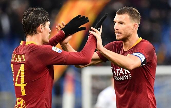 Momen saat Patrick Schick (kiri) merayakan golnya bersama Edin Dzeko saat menghadapi Torino (Foto: AFP/Vincenzo Pinto)