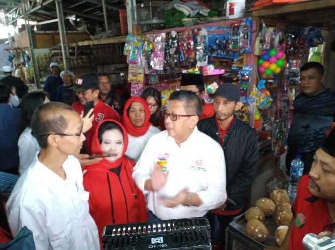 Ketua Umum Komite Pedagang Pasar (KPP) Abdul Rosyid Arsad (Kiri) - Medcom.id/Cindy.