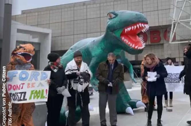 Unjuk rasa di depan Detroit Auto Show 2019. Carscoops