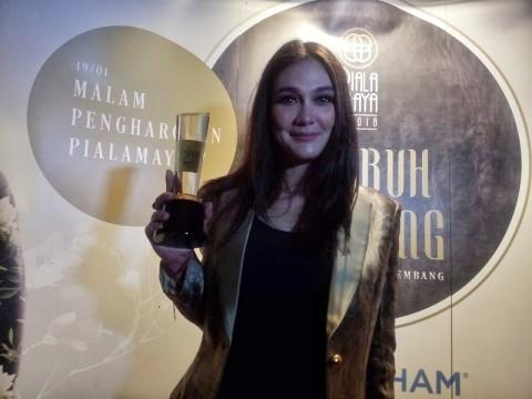 Luna Maya Raih Piala Maya 2019 sebagai Aktris Utama Terpilih