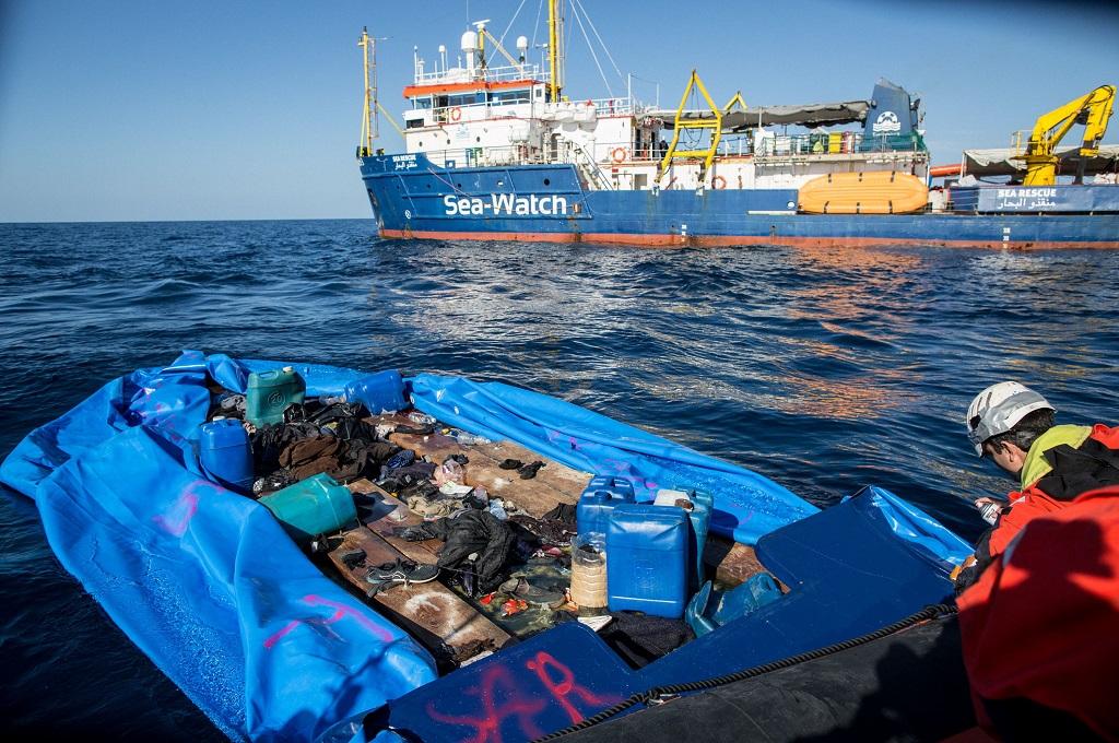 Kapal Sea Watch 3 dalam operasi penyelamatan imigran di lepas pantai Libya, Laut Mediterania, 19 Januari 2019. (Foto: AFP/FEDERICO SCOPPA)
