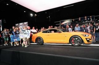 Ford Shelby 2020 GT500 Produksi Pertama Nongol di Barrett-Jackson