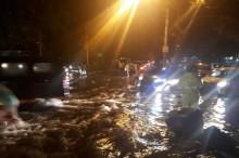 Banjir Masih Rendam Jalan Raya Juanda Sidoarjo