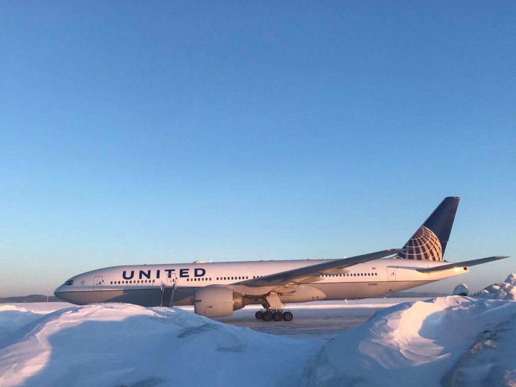 Pintu pesawat United Airlines membeku. (Foto: Twitter/Phillip Earle).