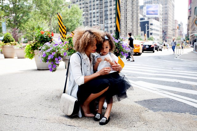 Sebuah studi dalam Journal of Psychology menemukan cara untuk menghadapi rasa bersalah dalam mengasuh anak. (Foto: Sai De Silva/Unsplash.com)