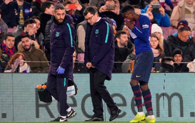 Momen saat Ousmane Dembele (kiri) ditarik keluar dalam pertandingan antara Barcelona kontra Leganes (Foto: AFP/Josep Lagp)