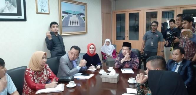 Keluarga korban insiden Lion Air mengaku ke Wakil Ketua DPR Fahri Hamzah. Foto: Medcom.id/Whisnu Mardiansyah.