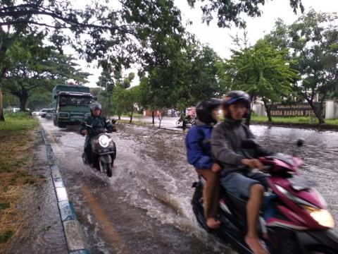 Petugas di Sidoarjo Masih Bersiaga Antisipasi Banjir