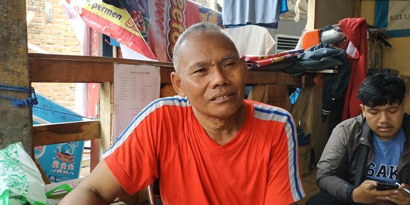 Koordinator Ketentraman dan Ketertiban (Trantib) RT 04/002, Jayadi di Sekretariat RT 02/004, Bekasi, Jawa Barat, Senin, 21 Januari 2019. Medcom.id/ Antonio.