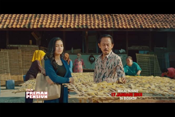 Potongan adegan dalam film Preman Pensiun (Foto: YouTube MNCP Movie)