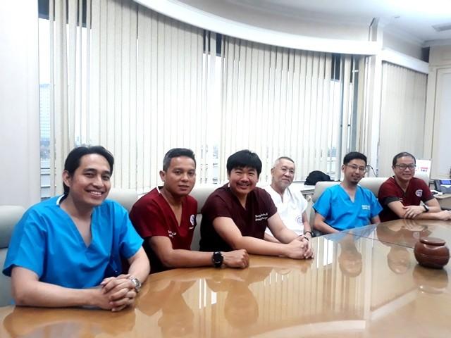 Para dokter Spesialis Ortopedi dan Traumatologi dari Rumah Sakit Siloam Kebon Jeruk, Jakarta Barat. (Foto: Dok. Medcom.id/Sunnaholomi Halakrispen)