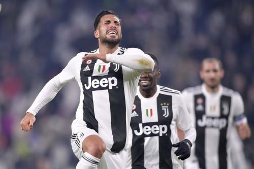 Penggawa Juventus Emre Can merayakan golnya ke gawang Chievo