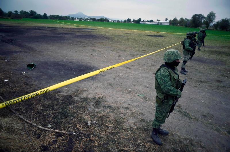 Jalur pipa minyak yang meledak dijaga pasukan keamanan Meksiko. (Foto: AFP).