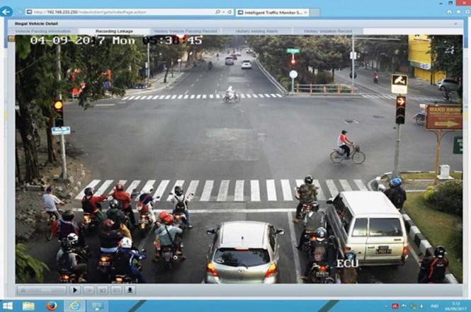 Rekaman Dinas Perhubungan Surabaya di centre CCTV. Medcom.id/Syaikhul Hadi