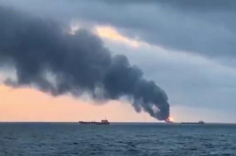 Dua Kapal Terbakar Dekat Krimea, 10 Kru Tewas