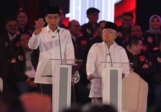 Pasangan capres-cawapres nomor urut 01 Joko Widodo dan Ma'ruf Amin mengikuti debat pertama Pilpres 2019, di Hotel Bidakara, Jakarta. (Foto: MI/Ramdani)