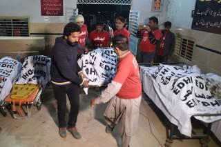 Puluhan Korban Tewas Kecelakaan Bus Pakistan Dievakuasi