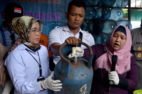 Polisi Ungkap Sindikat Pengoplos Gas Elpiji di Cipayung