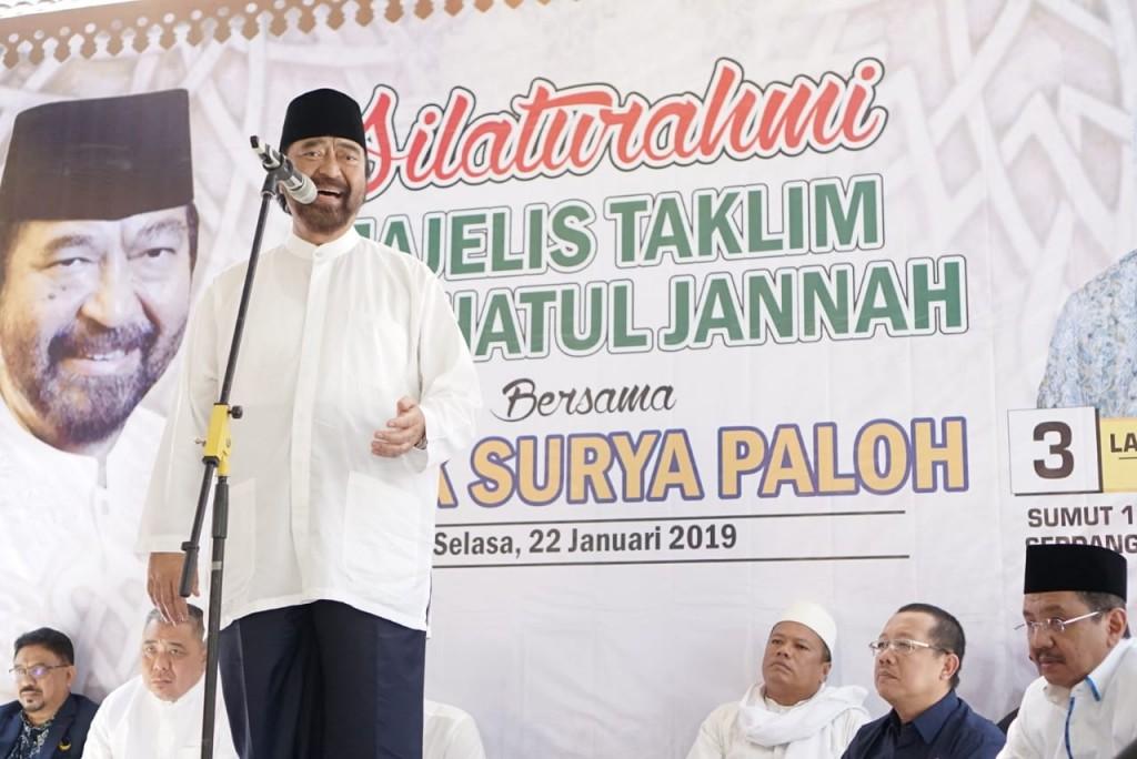 Ketua Umum Partai NasDem Surya Paloh saat bersilaturahmi dengan ibu-ibu Majelis Taklim Raudhatul Jannah, Medan, Sumatera Utara. Foto: MI/Putra Ananda.