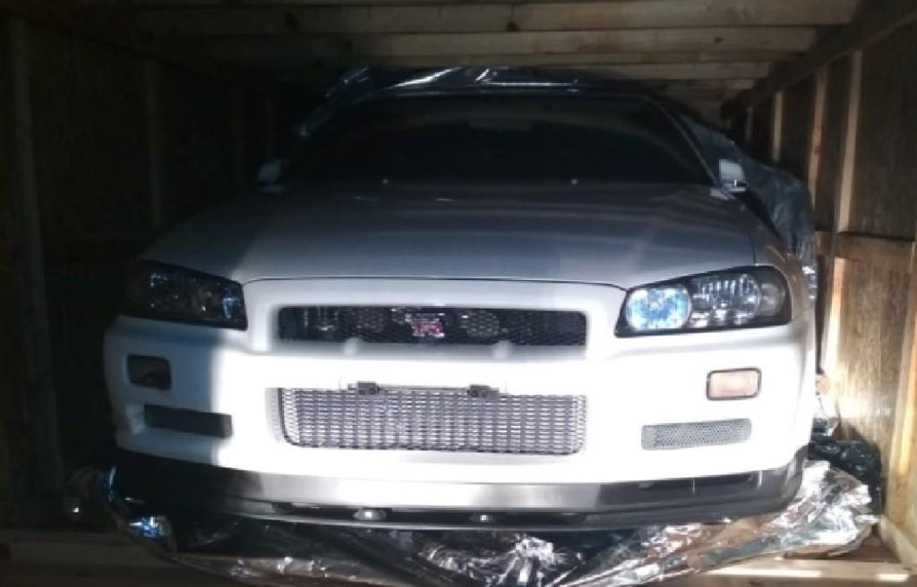 Sebuah mobil mewah diduga selundupan dari Singapura ditemukan di Batam, Dok istimewa.
