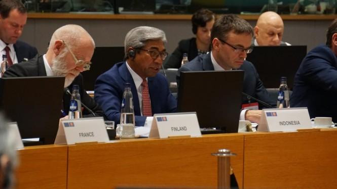 Wakil Menteri Luar Negeri RI AM paparkan fakta pentingnya kelapa sawit bagi perekonomia. (Foto: Dok. Kemenlu RI).