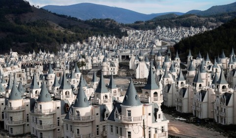 Ratusan 'Istana' di Turki Terbengkalai
