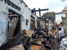 Kebakaran Lumpuhkan Aktivitas Warga Tomang
