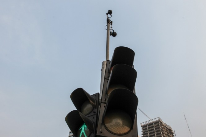 Kamera CCTV terdapat di simpang empat patung kuda, Jalan MH Thamrin, Jakarta. Foto: MI/Pius Erlangga.
