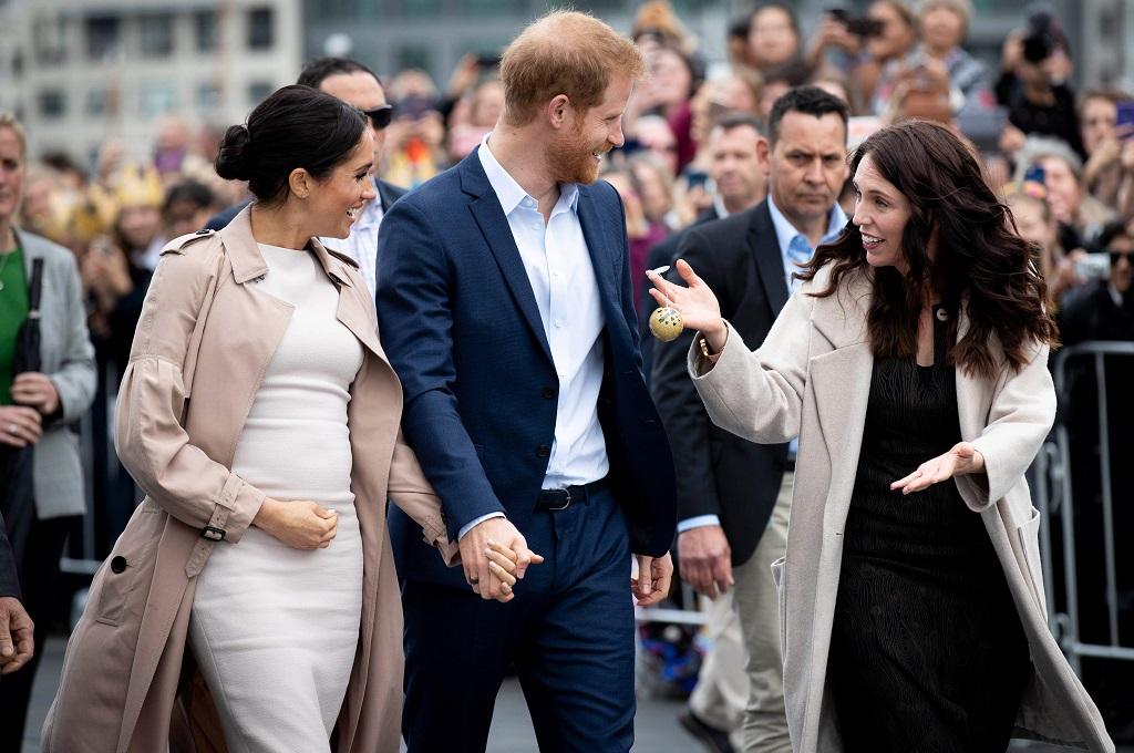Duchess of Sussex Meghan Markle (kiri) dan Pangeran Harry bertemu PM Jacinda Ardern Auckland, 30 Oktober 2018. (Foto: AFP/POOL/DEAN PURCELL)