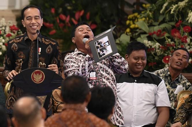 Presiden Joko Widodo berdiskusi dengan perwakilan nelayan di Istana Negara, Jakarta.