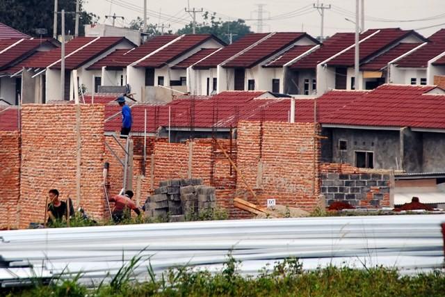 Kegiatan pembangunan rumah bersubsidi di Bojong Gede, Kabupaten Bogor. Antara Foto/Yulius Satria Wijaya