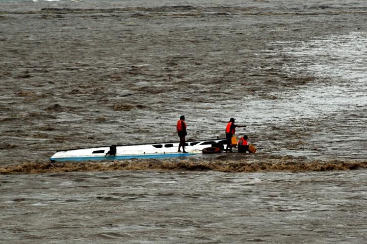 Tiga Nelayan Selamat Usai 5 Jam Terbawa Arus Sungai